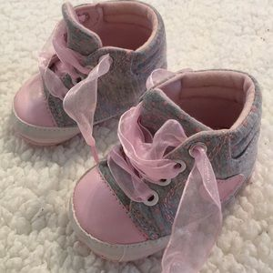Other - 🌸Baby crib shoes.
